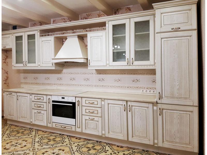 Голди — белая, двухуровневая, классическая кухня белого цвета из массива