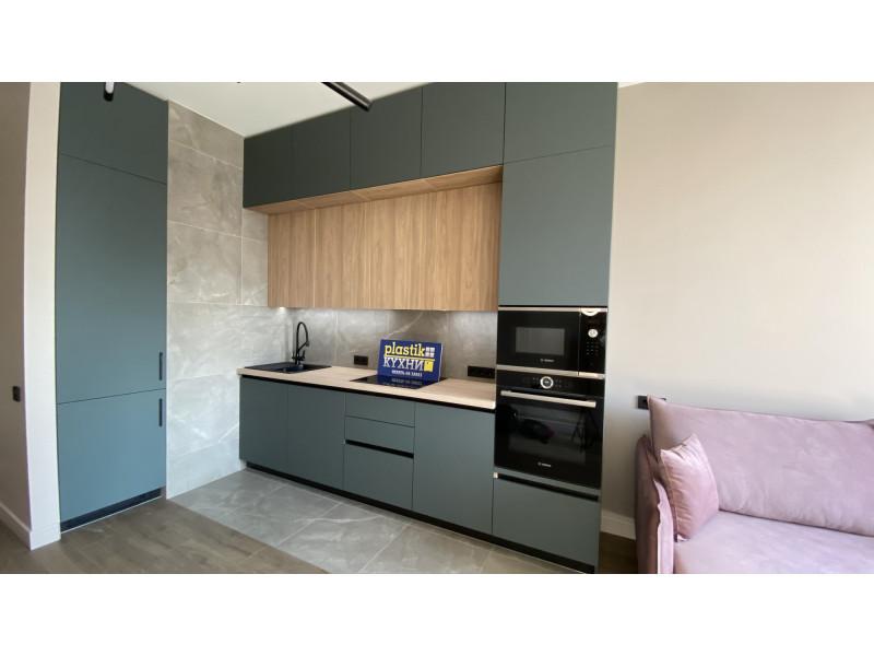 Темно-серая, двухъярусная, современная кухня без ручек из МДФ в пластике Феникс — Гранд