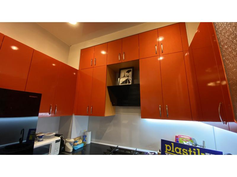 П-образная, двухъярусная, радиусная, глянцевая кухня из МДФ в пленке ПВХ — Рокси