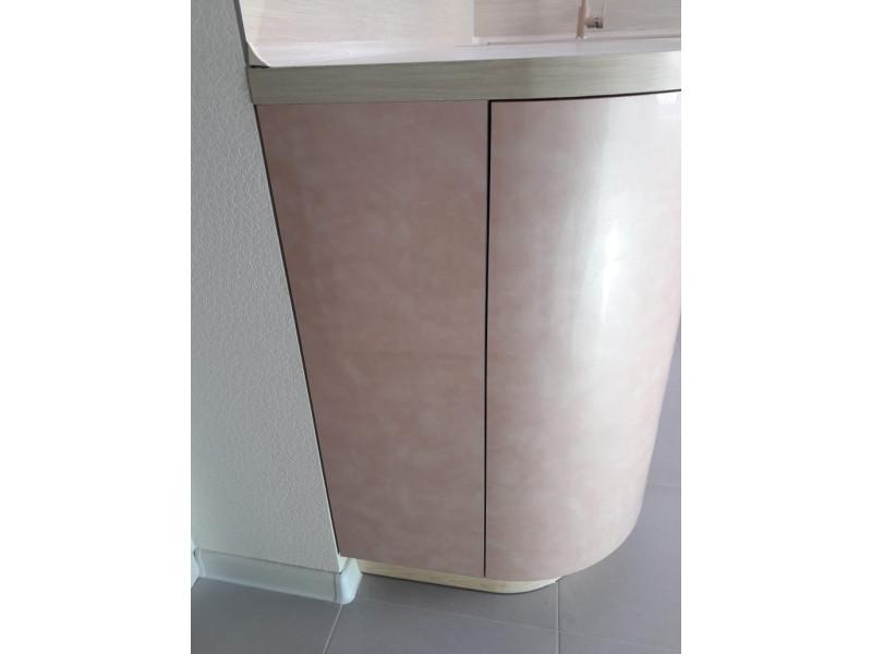 Розовая, двухъярусная, современная кухня без ручек из МДФ в пластике — Роуз