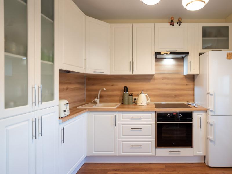 Бьянка — белая, угловая, классическая кухня из МДФ в пленке ПВХ