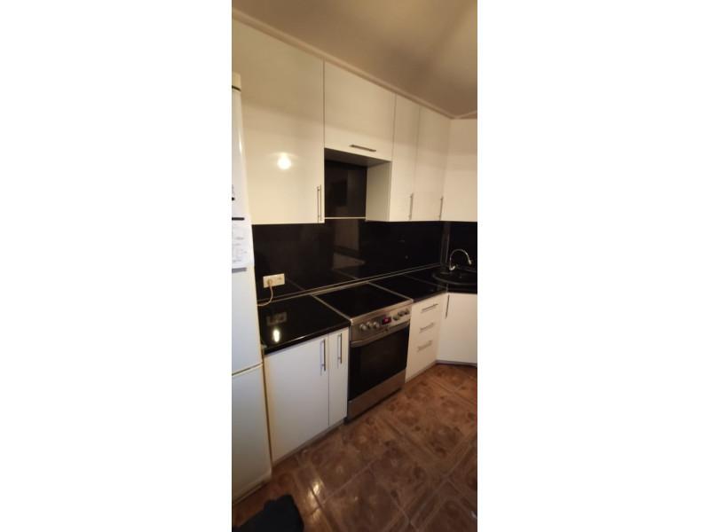 Угловая кухня Монохром