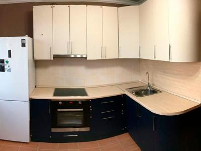 Кухня МДФ в плёнке ПВХ, двухцветная, с радиусными элементами